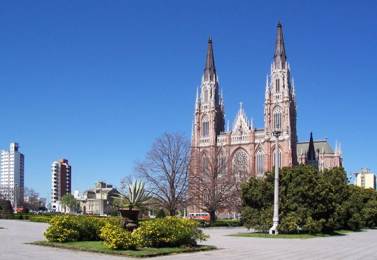 La Plata Cathedral, south of Buenos Aires (from Blogspot)